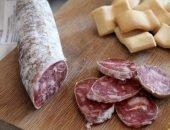 Сырокопчёная колбаса с белым соляным налётом