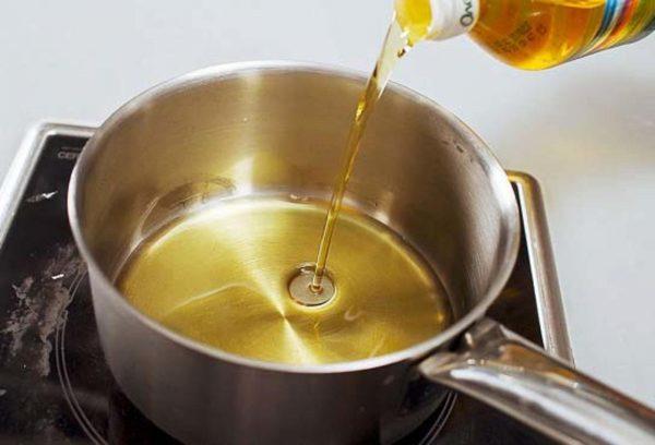 Масло в сотейнике
