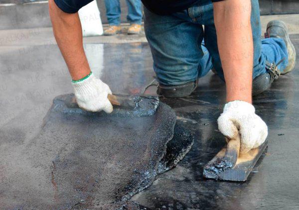 Устранение повреждения на мастичной крыше