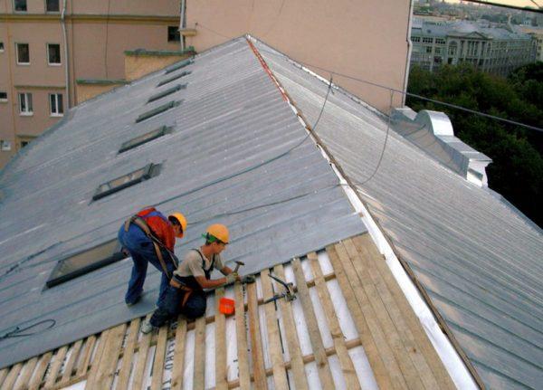 Капитальный ремонт крыши из профнастила