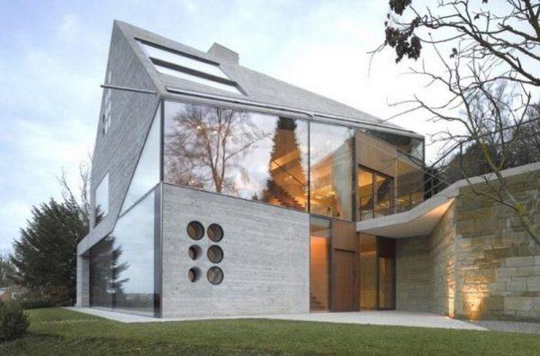 Дом из бетона и поликарбоната