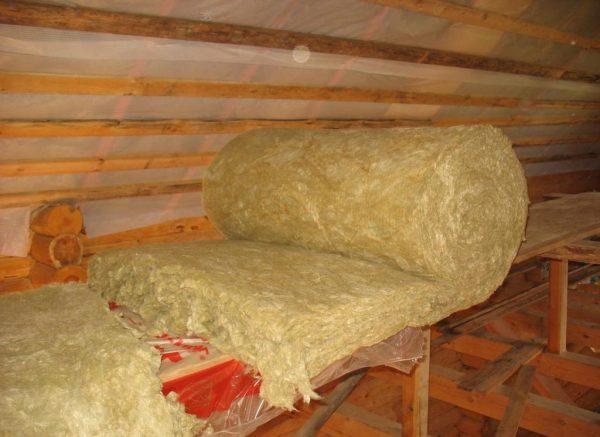 Минвата в рулоне для обустройства крыши