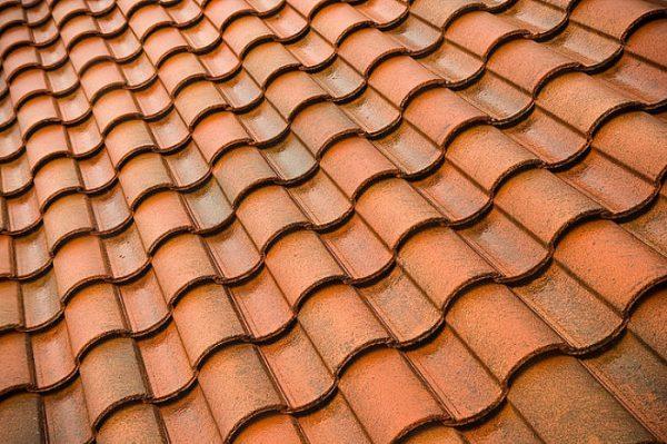 Поверхность крыши с «монастырской черепицей»