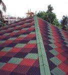 Многоцветная крыша из ондулина