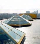 Зенитный фонарь пирамидальной формы