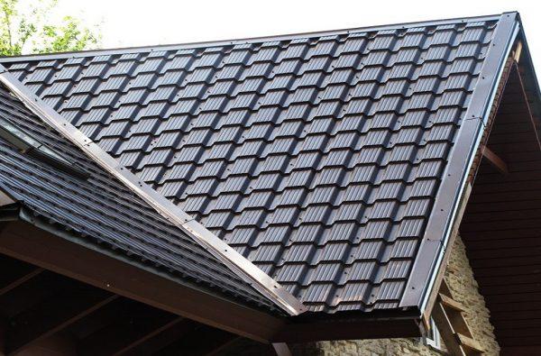 Крыша с покрытием из металлочерепицы