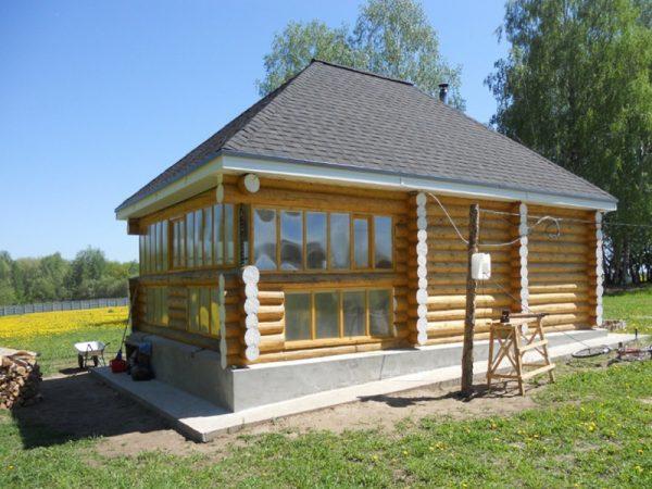 Четырёхскатная вальмовая крыша