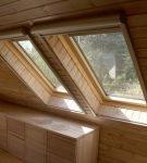 Деревянные наклонные окна