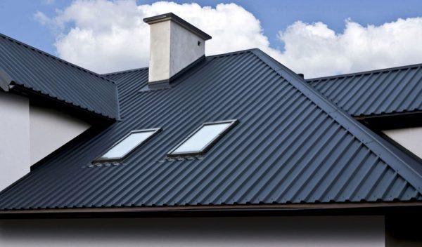 Вариант крыши с покрытием из профнастила