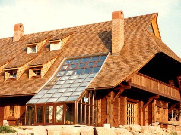 Дом с крышей из дранки