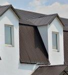Крыша сложной формы из профнастила
