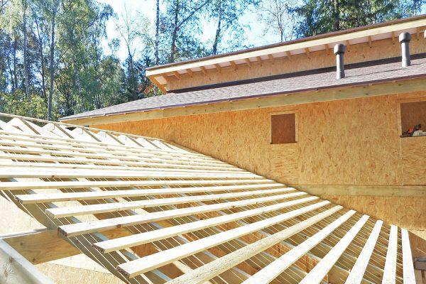 Обрешетка на крыше гаража
