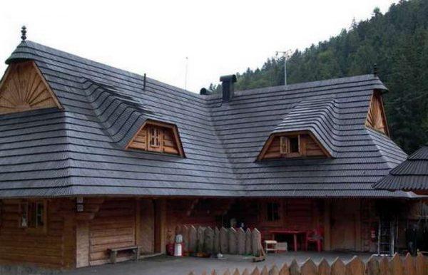 Деревянная крыша частного дома