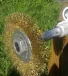 Металлическая щётка для чистки дымохода