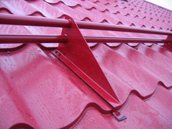 Готовые снегозадержатели на металлочерепице