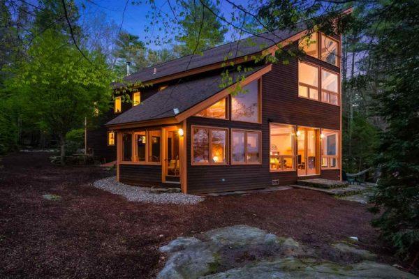 Дом с односкатной мансардной крышей
