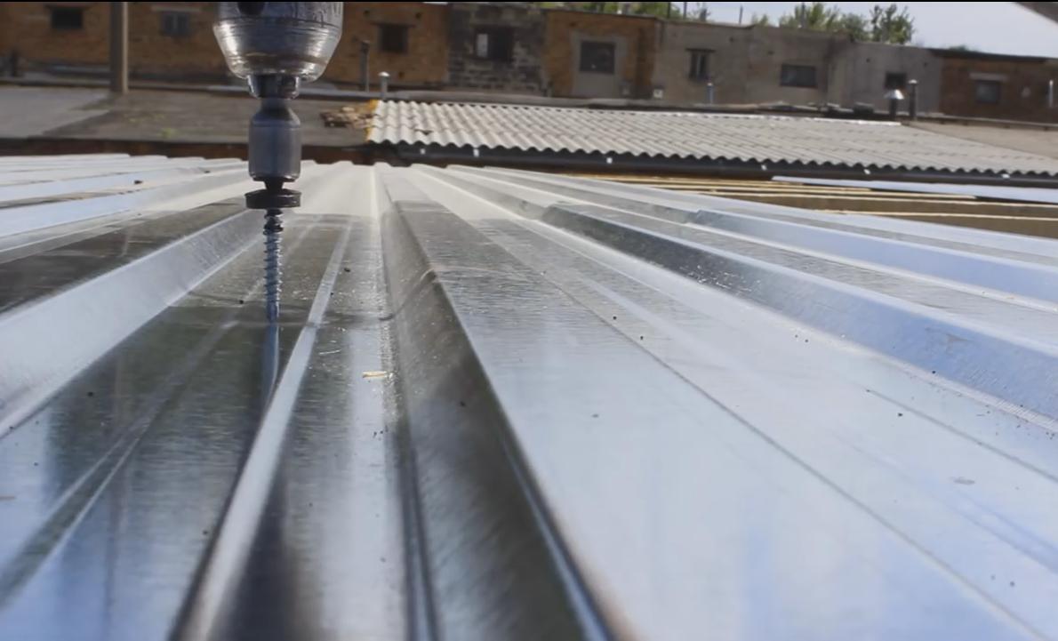 Покрыть крышу профнастилом своими руками пошагово фото 224