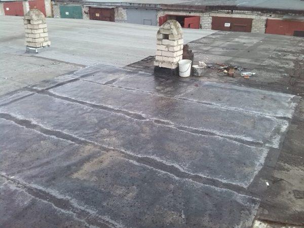 Очистка бетонной крыши гаража