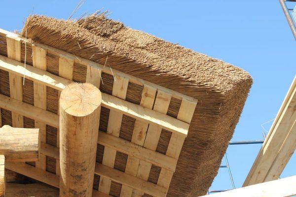 Обрешётка крыши из соломы