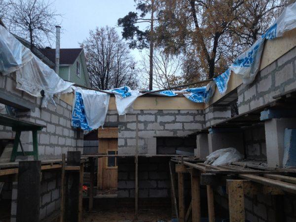 Защита бетонной заливки от преждевременного пересыхания