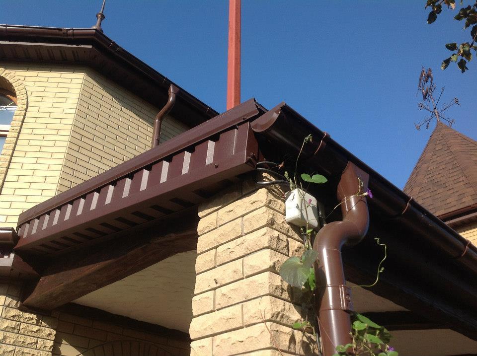 карнизы на крыше дома с профнастила фото горловину оформляют