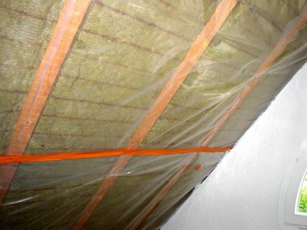 Герметизация швов клеящей лентой