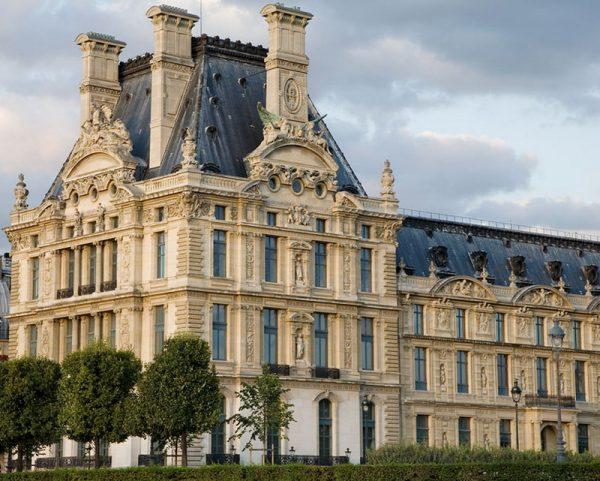 Крайний павильон Крыла Леско в Лувре (павильон Флоры)