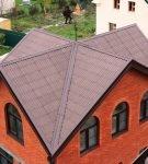 Крестообразная крыша с ендовой