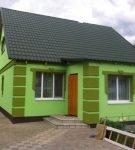 Отделка фронтона дома в деревне