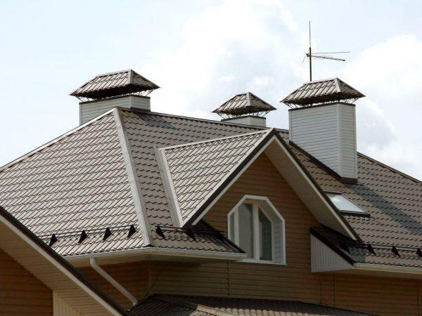 Вариант крыши из металлочерепицы