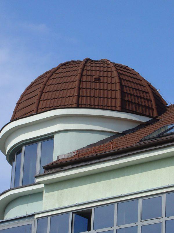 Композитная черепица на круглой крыше
