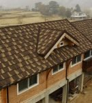 Двухцветная крыша из композитной черепицы