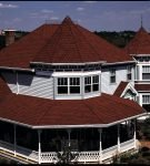 Коричневая крыша из композитной черепицы