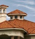 Разноцветная крыша из композитной черепицы
