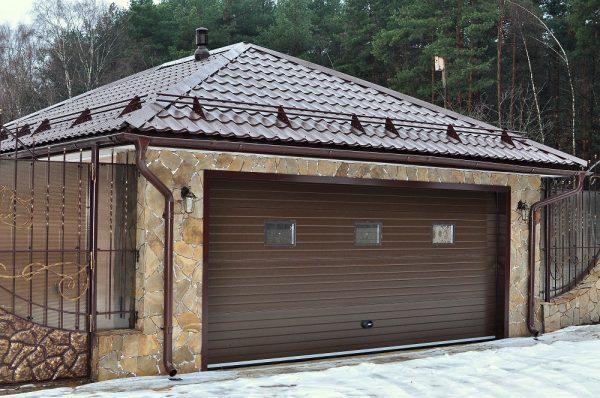 Крыша гаража со снегозадержателями