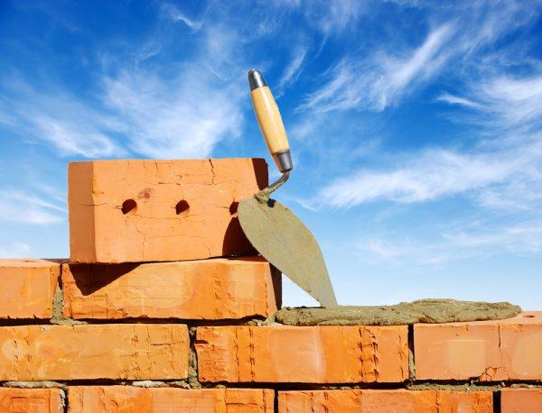 Строительство фронтона из кирпичей