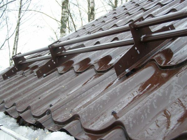 Снегозадержатели на металлочерепице