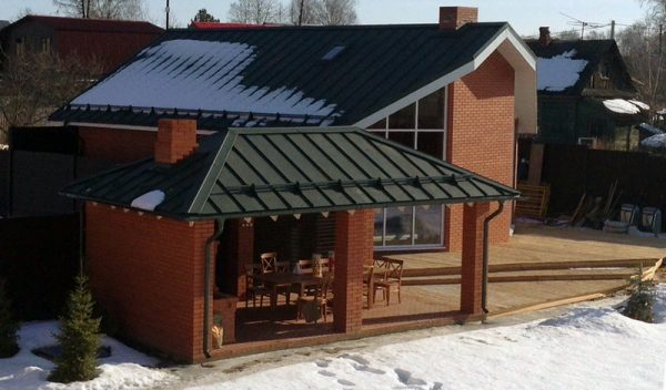 Частный дом в Ярославской области с фальцевой кровлей Ruukki Classic