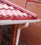 Крыша с составным карнизным капельником