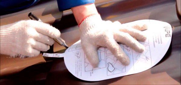 Вырезание отверстия под вентиляционную трубу