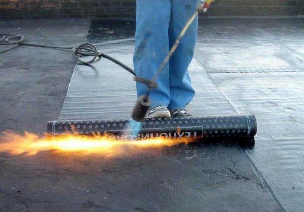 Разогрев рулона газовой горелкой