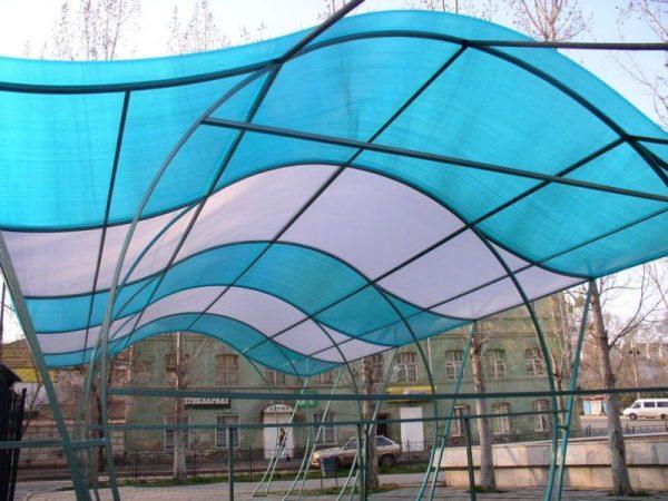 Крыша из поликарбонатного пластика