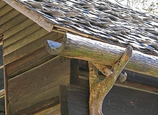 Водосток из дерева