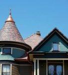 Оригинальная мягкая крыша здания