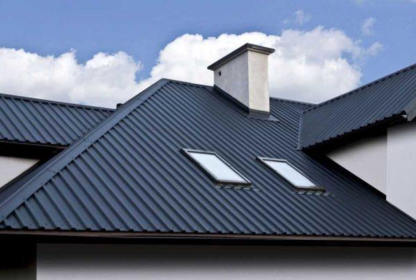 Дом с крышей из профлиста