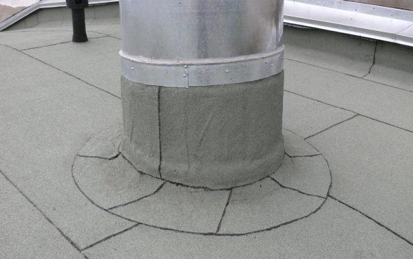 Обшивка верхнего края покрытия на вертикальной поверхности