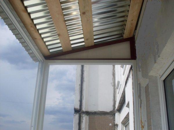 Простая крыша балкона без утепления