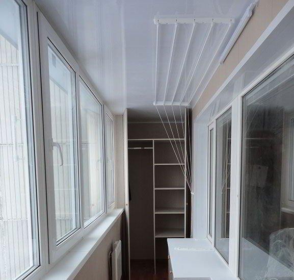 Внутренняя отделка потолка на балконе