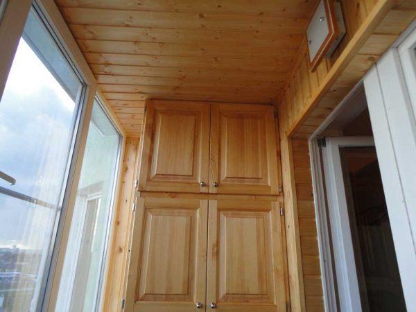 Вариант отделки потолка балкона