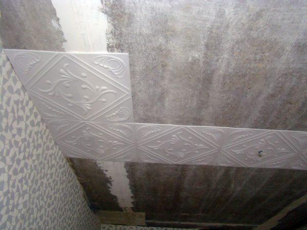 Потолочная плитка на балконе